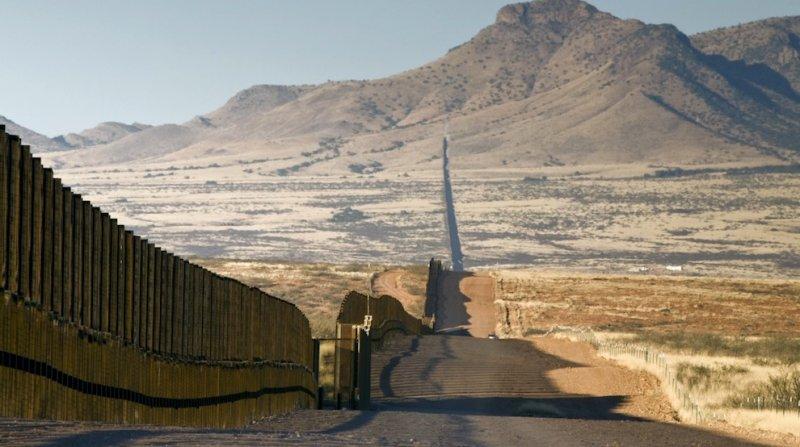Съезд США недаст денежных средств настроительство стены сМексикой