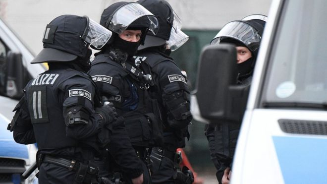 Антитеррористическая операция вГермании: обыскали 50 объектов изадержали вербовщика исламистов